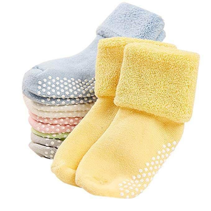 Image of several WU 6 Pack Baby Anti Slip socks on white background